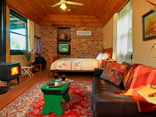 Cedar Creek Cottages, Hunter Valley Accommodation with Spa