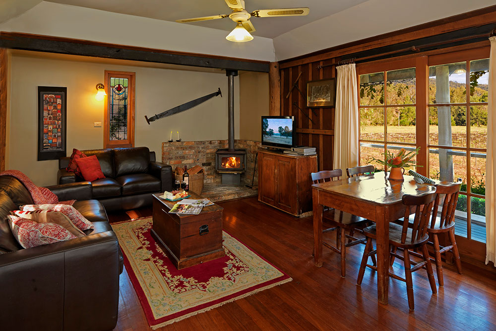 Cedar Creek Cottages, Wollombi Accommodation with wood fire